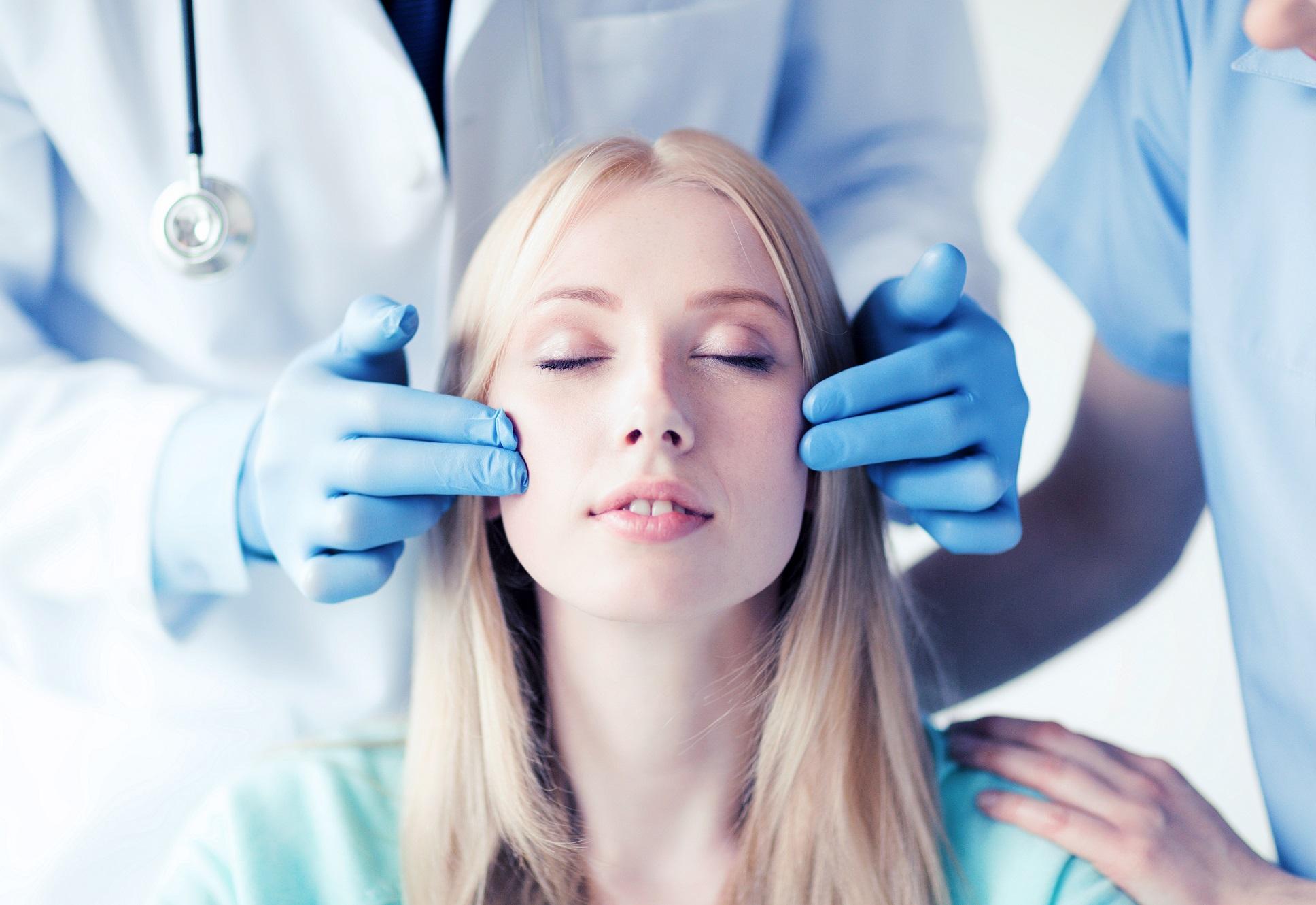 Come scegliere il medico estetico? I requisiti da tenere a mente